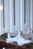 Is på rör när tillförselgasformigt grundämne som ska bearbetas, behållare med vätskegasformigt grundämne, lott av dunsten, kall i Royaltyfria Bilder