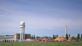 På radartornet på den gamlaTempelhof flygplatsen i Berlin lager videofilmer