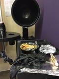 På salongen frisörs hjälpmedel fotografering för bildbyråer