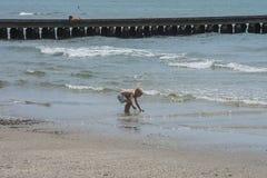 På semester i Lido di Jesolo (på stranden) Royaltyfria Bilder