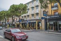 På semester i Lido di Jesolo (runt om staden) Arkivfoton