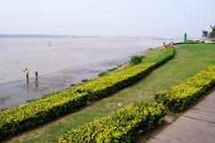På sidan av Yangtzet River Royaltyfria Bilder