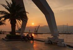 På solnedgången i Porto Montenegro Arkivfoto