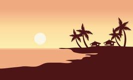 På solnedgången i strandlandskap Arkivbild