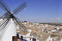 Windmill och by Arkivbilder