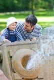 På springbrunnen arkivfoto