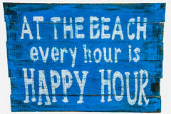 På stranden är varje timme en lycklig timme Royaltyfri Fotografi