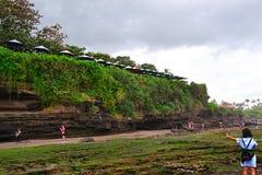 På stranden som är höger efter regn royaltyfria bilder