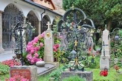På Sts Peter kyrkogård i Salzburg Arkivfoton