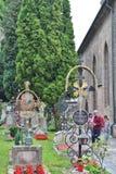 På Sts Peter kyrkogård i Salzburg Royaltyfri Bild