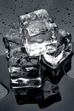 Is på svart Royaltyfri Fotografi