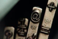 På symbolet @ Fotografering för Bildbyråer