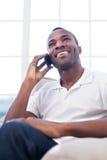 På telefonen. Royaltyfri Bild