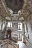 På trappan av chateauen Blois arkivbild