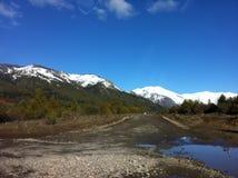 På vägen som skidar mitt i Bariloche, Argentina XIIII arkivbild