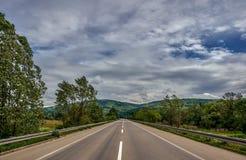 På vägen till huvudvägen royaltyfria bilder
