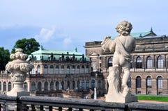 På väggarna av Dresdenen Zwinger royaltyfri foto