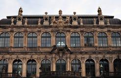 På väggarna av Dresdenen Zwinger royaltyfria foton
