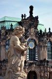 På väggarna av Dresdenen Zwinger Arkivfoto