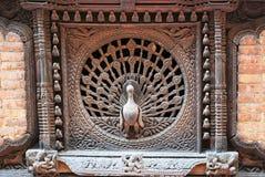 Påfågelfönster i staden av Bhaktapur Arkivbild