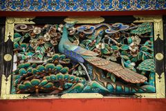 Påfågelträskulptur, Toshogu relikskrin, tochigi prefektur, Japan royaltyfria foton