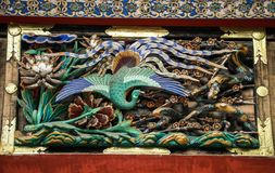 Påfågelträskulptur, Toshogu relikskrin, tochigi prefektur, Japan arkivbilder