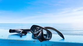 PÃ¥lagd snorkelmaskering sidan av att resa fartyget royaltyfri fotografi