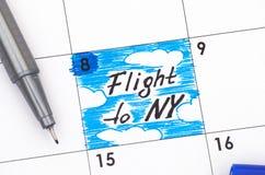 Påminnelseflyg till NY i kalender med blåttpennan Royaltyfri Foto