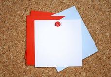 Påminnelsekort på stiftbräde royaltyfri fotografi