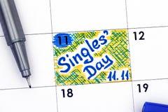 Påminnelsesingeldag 11 11 i kalender med blåttpennan Arkivbild