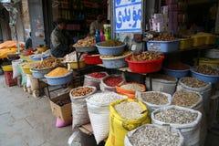 Påsar av till salu korn och kryddor Royaltyfria Foton
