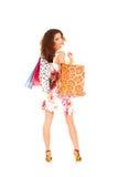 Påsar för en shopping för holding för barnbrunettkvinna Royaltyfria Bilder
