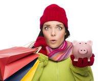 Påsar för shopping för bekymrad kvinna för blandat lopp hållande och Piggybank Fotografering för Bildbyråer