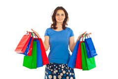 påsar som rymmer den le kvinnan för shopping Arkivbilder
