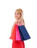 påsar som rymmer den le kvinnan för shopping Arkivbild