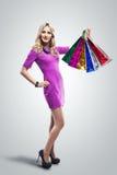 påsar som shoppar kvinnan shoppare försäljningar Mode- och glamourstil royaltyfri foto