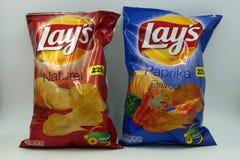 Påse av Lays naturliga och paprikachiper arkivfoton