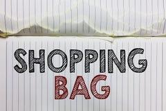 Påse för handskrifttextshopping Öppnar menande behållare för begreppet för att bära personliga besittningar eller köp antecknings royaltyfri foto