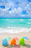 Påskägg på stranden royaltyfri bild