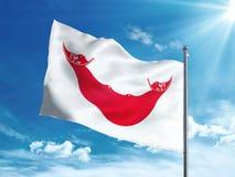 Påskö - Rapa Nui flagga som vinkar i den blåa himlen stock illustrationer