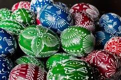 Påsk - färgrika ägg Arkivbild