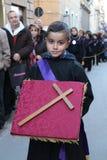 Påsk i Sicilien, heliga fredag - barn i procession - Italien Arkivfoto