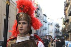 Påsk i Sicilien, heliga fredag - Centurione leder processionen - Italien Royaltyfri Bild
