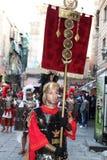 Påsk i Sicilien, heliga fredag - Centurione leder processionen - Italien royaltyfri fotografi