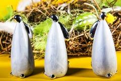 Påsk - målade ägg och easter kaniner Arkivfoto