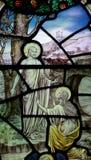 Påsk: Mary Magdalene för den uppstigna Jesus Christ i målat glass Arkivbilder