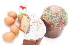 Påsk två och ägg på vit bakgrund arkivfoton