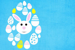 Påskbakgrund med kulöra ägg och kanin Royaltyfria Bilder