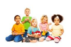 Påsken är rolig tid för ungar Arkivbild