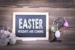 Påsken ferier är kommande Abstrakt ferie- och vårbakgrund Royaltyfria Foton